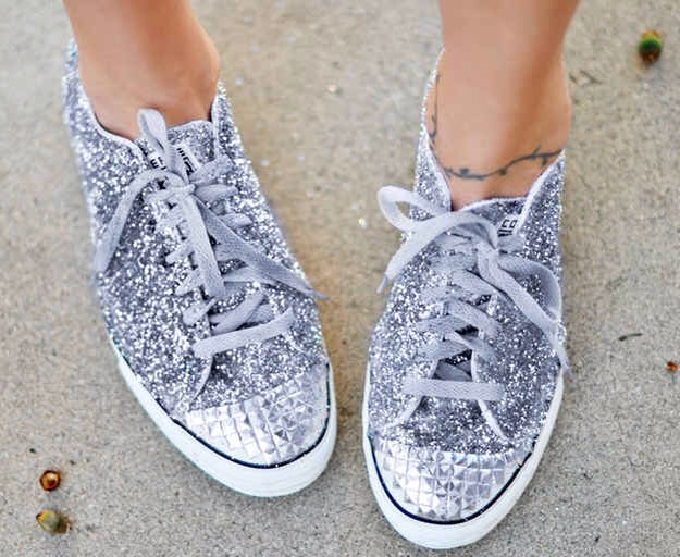 16. Add a little sparkle to shoes with glitter and fabric glue. Use a paintbrush to apply a thick layer of glue all over the canvas part of the sneaker before sprinkling on glitter.