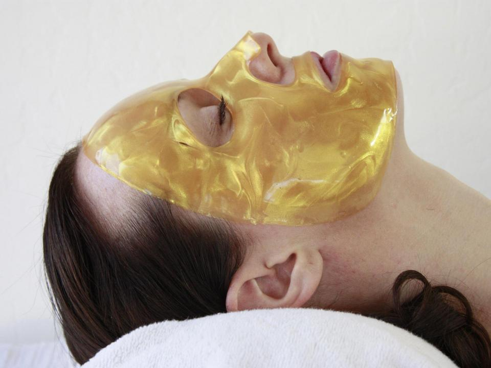 Getting even and glowing skin overnight can be as easy as sleeping. How? Musely's Sleeping Beauty Gold Facial mask starts to rescue tired skin in the time it takes to count sheep. The mask's nourishing hydrogel formula retains moisture overnight, rejuvenating skin with nutrient-dense botanicals for better skin by tomorrow morning.