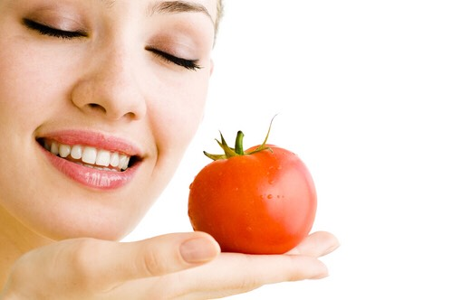 Tomatoes and its products enable the skin to absorb oxygen and prevent the signs of ageing. Tomato is great to get rid of the unwanted suntan and dark skin in minutes. You can simply slice a tomato and rub it on your face for 10-15 minutes to see the instant effect. It's a great inexpensive remedy.