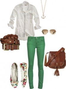 Reddish brown and green make a perfect match with a white collared shirt