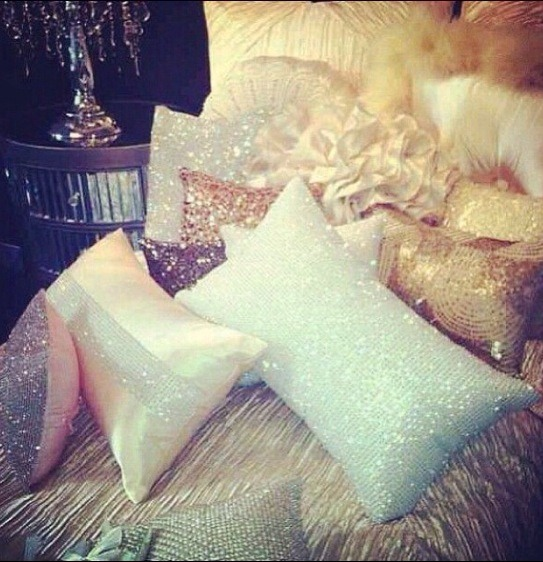 To make your room cozier add more pillows😀