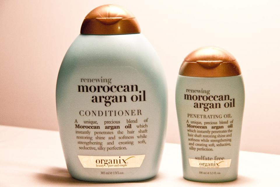 Rub a mixture of argan oil and cinnamon into your scalp to achieve long and healthy hair.