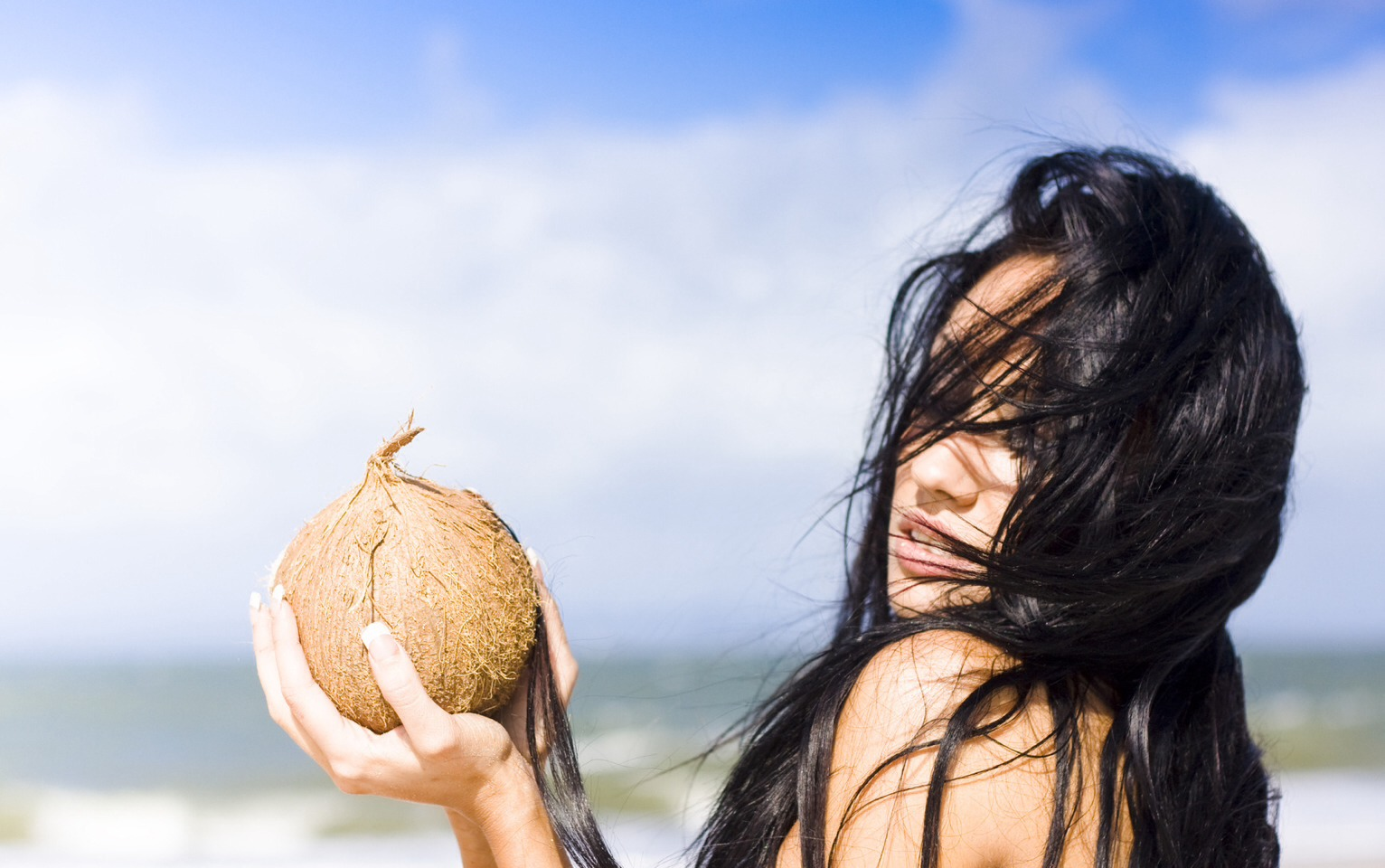 Coconut oil 😘 I use coconut oil to condition my hair and keep it soft and healthy. I also use it every night to remove my makeup, coconut oil will instantly with one gentle swipe get rid of even the toughest water proof mascara, saves you time when all you want to do is go to sleep.