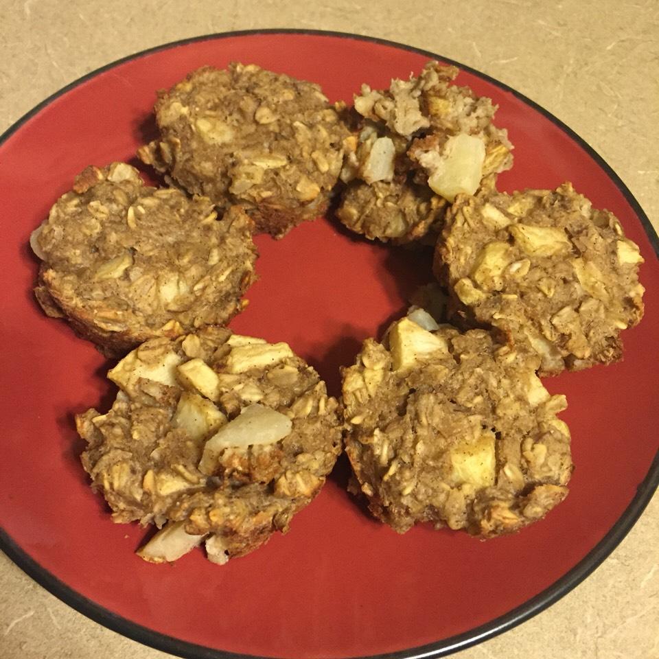 Apple Cinnamon Oatmeal Cups  A Weight Watchers friendly breakfast.  Make ahead breakfast for only 2 SmartPoints!