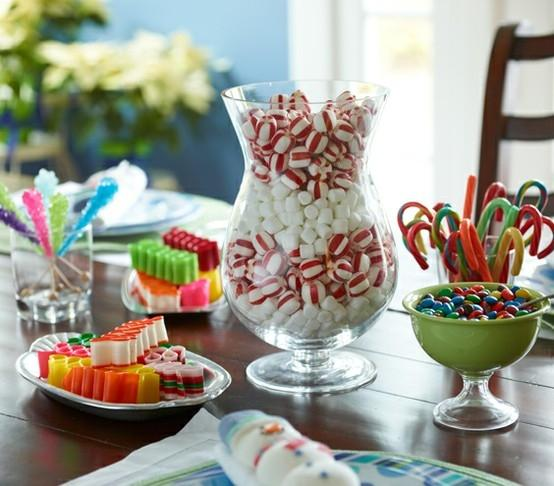 This is a cute and organized way to decorate table with sweets!