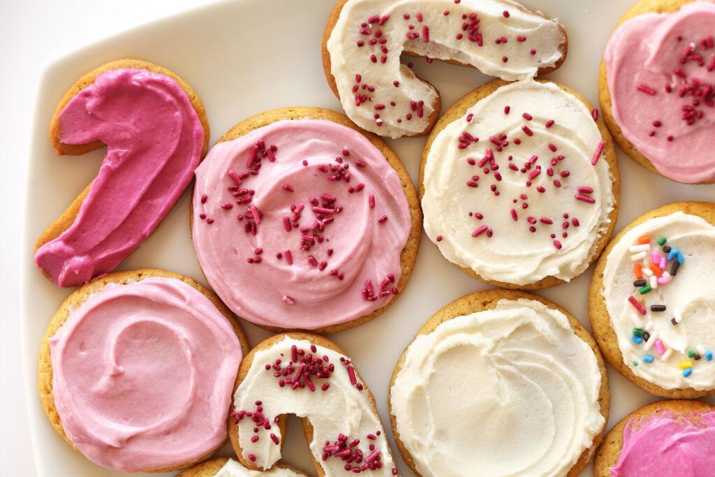 http://minimalistbaker.com/1-bowl-vegan-sugar-cookies/#_a5y_p=3010879