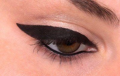 STEP 5  Repeat steps 2 to 5 on your other eye and voilà, you've completed your winged eyeliner!