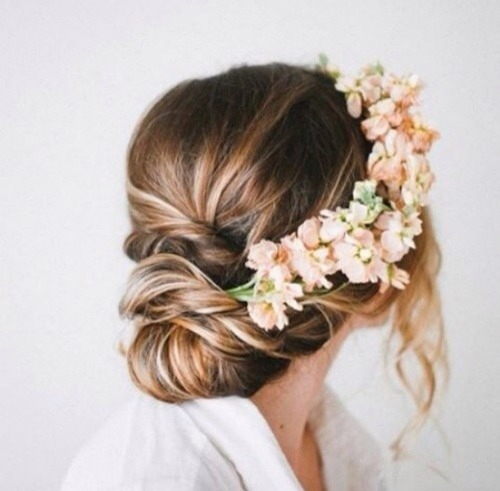 The flowery elegant bun look