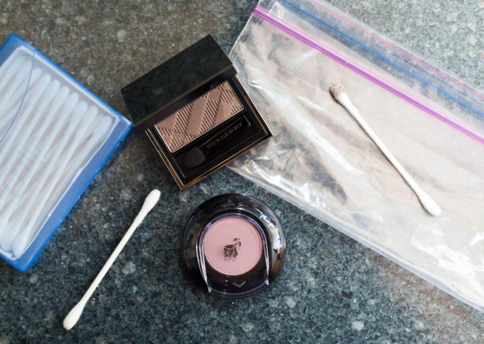 5. Swipe your go-to eye shadows with cotton swabs and slip them inside plastic lunch bags for easy travel.