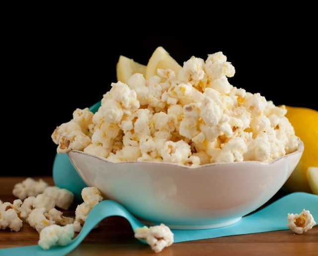 Ingredients 1/2 cup unpopped popcorn kernals 12 oz. white candy melts (such as Wilton) 2 1/2 Tbsp lemon zest 2 Tbsp fresh lemon juice