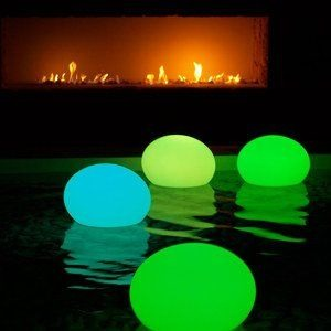 Put glow sticks inside of balloons and use them as pool lanterns !
