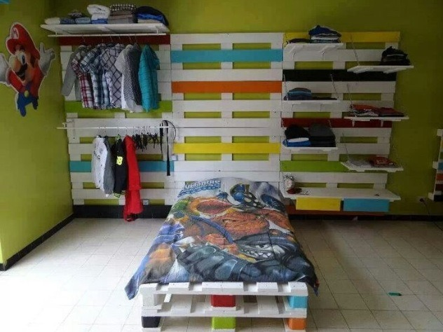 Kids Bed Made Out Of Wooden Pallets