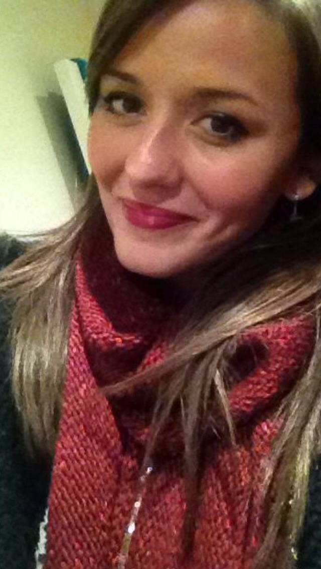 For the autumn pick a nice warm scarf and match your lippie burgundy and autumn go hand in hand to me