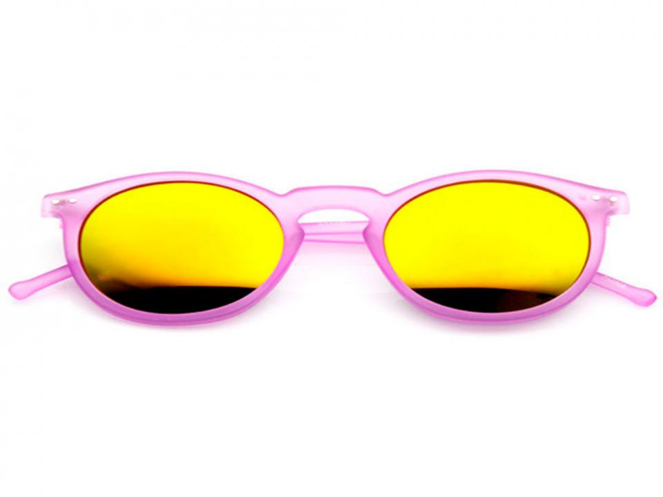 Chic Sunnies Nothing ruins a perfect beach day like squinting in the sun. Plus, UV rays can do just as much damage to your eyes as your skin. Stock up on a pair of cute sunglasses—the bigger, the better protection!