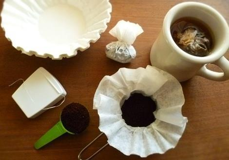 Place a scoop of coffee grounds into a coffee filter and tie it up with dental floss. When you're ready to brew, just make it like you would make tea in a teabag!