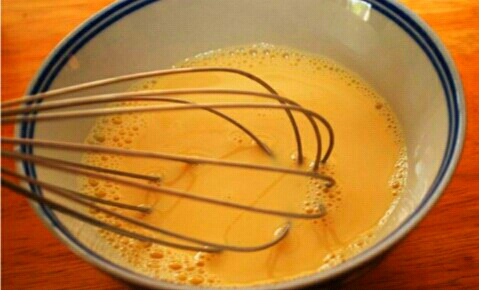 3rd Step:   Add milk, vanilla extract and cinnamon to the eggs. Beat everything together with a fork or a whisk.