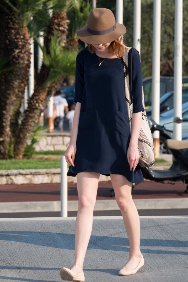 Black dress, nude flats. How laid back is this getup? Emma Stone is rocking chill.