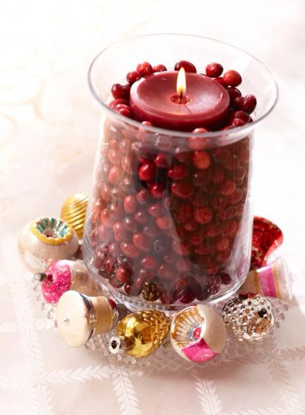 Cranberry glow  For quick holiday color, surround a cranberry-color candle inside a glass cylinder with fresh cranberries. Add a few sparkly ornaments around the base, and you're done!