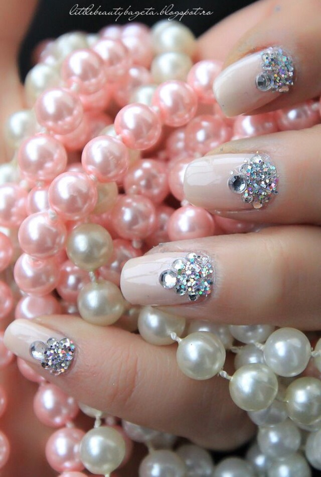 12. FEMININE ELEGANT JEWELED PINK NAILS
