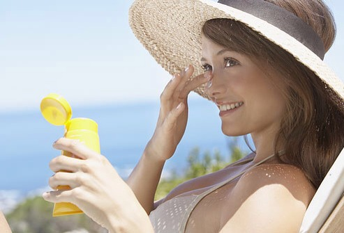 """Do Use Oil-Free Sunscreen  Wear an oil-free sunscreen or moisturizer with a sun protection factor (SPF) of 30 or higher that says """"broad-spectrum"""" on the label, which means it protects against ultraviolet A (UVA) and ultraviolet B (UVB) rays. Look for products labeled """"noncomedogenic,"""""""