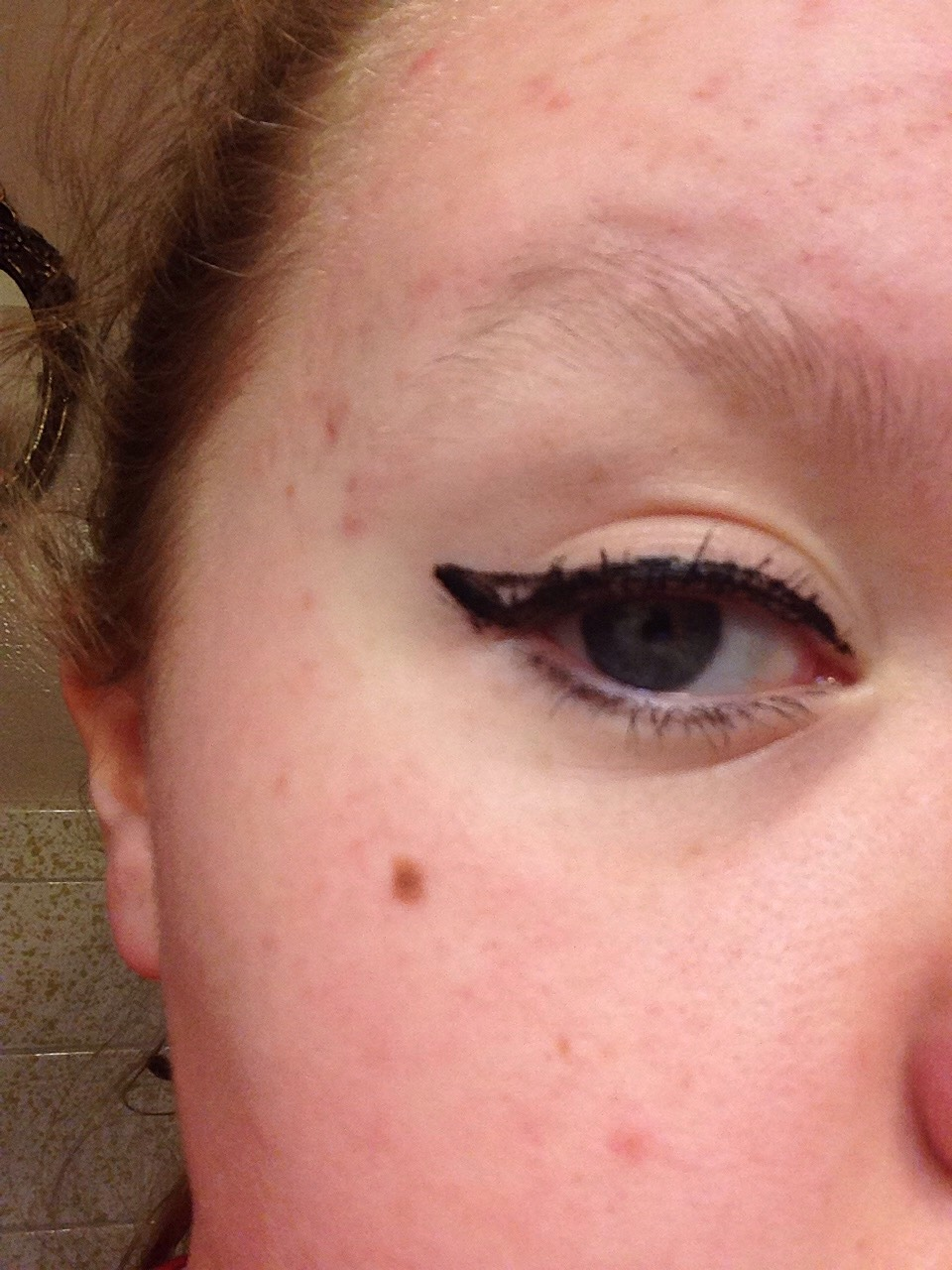 Make s small triangle from the top of the line to the end of the eyelid