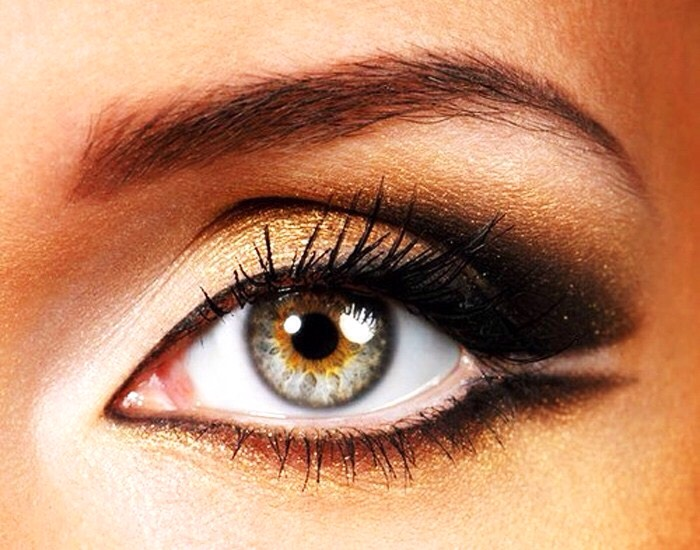 For hazel eyes: 1. Brown, gold, or green eyeshadow  2. Brown eyeliner 3. Neutral eyeshadows will enhance the eyes 4. Purple eyeshadow (great for the smokey eye look)