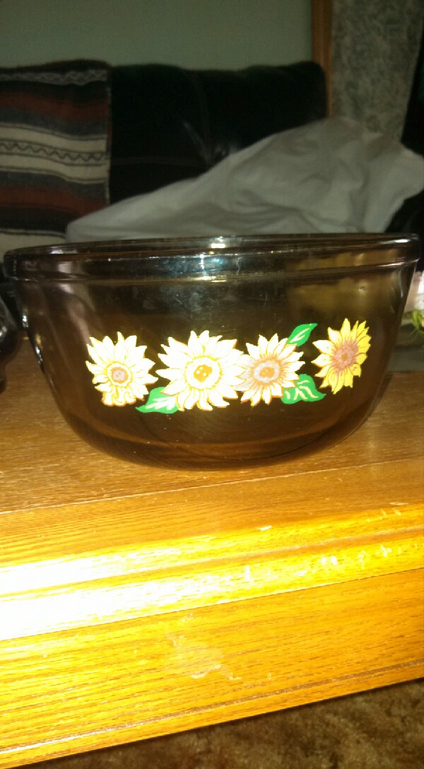 then pick a pretty decorative bowl of your choice and fill it with water