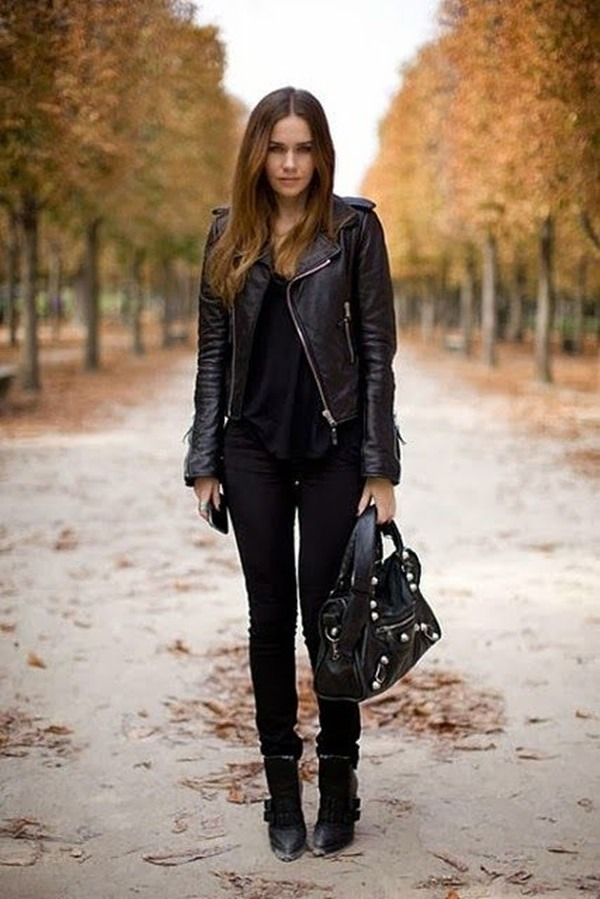 All black look: Leather jacket, Black top, Black skinny jeans and matched with some black boots and leather bag. 💼