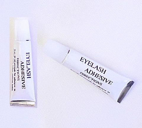 Then as a middle layer add eyelash glue 🙈