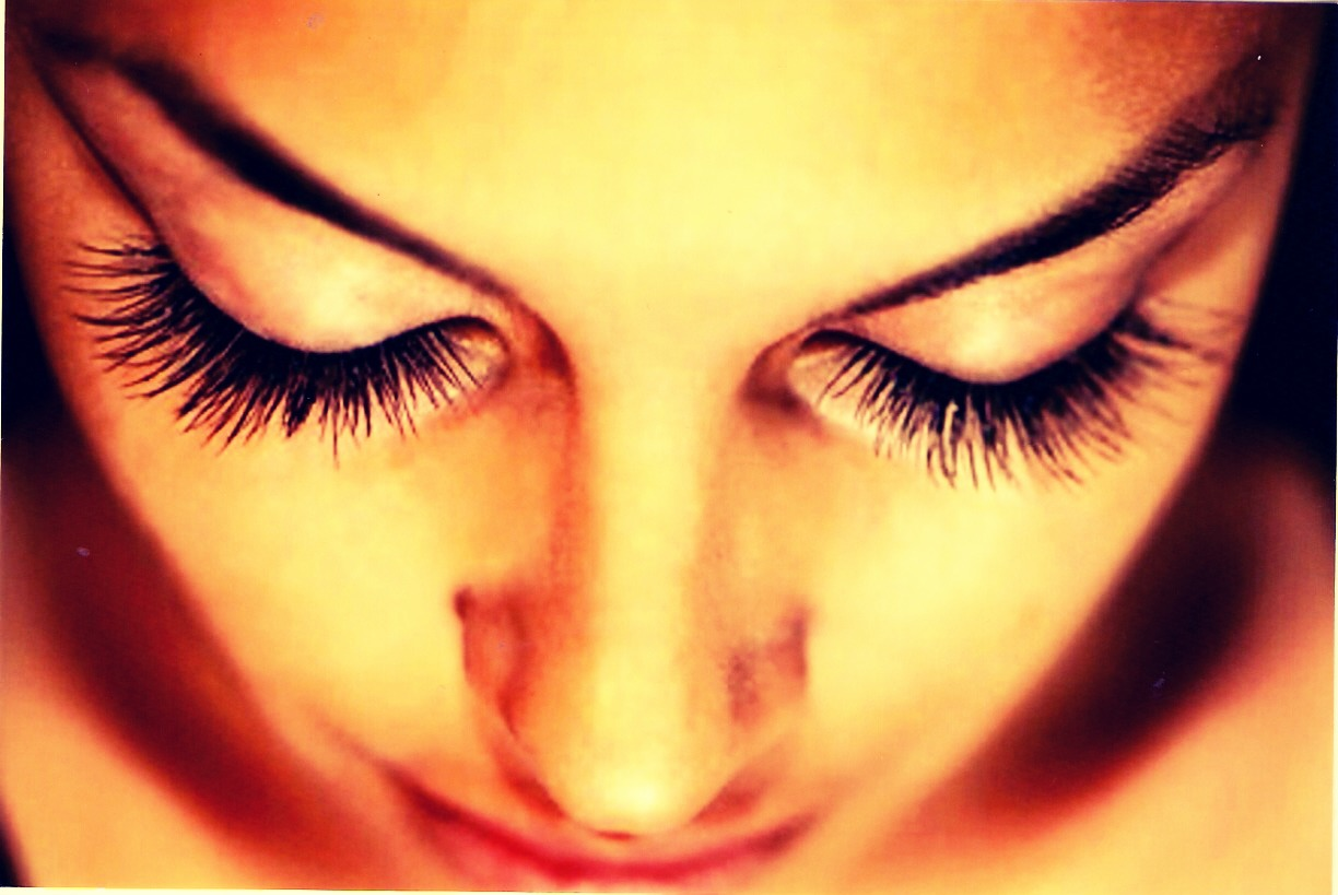 Make sure you repeat this every night! And you'll get beautiful long lashes!