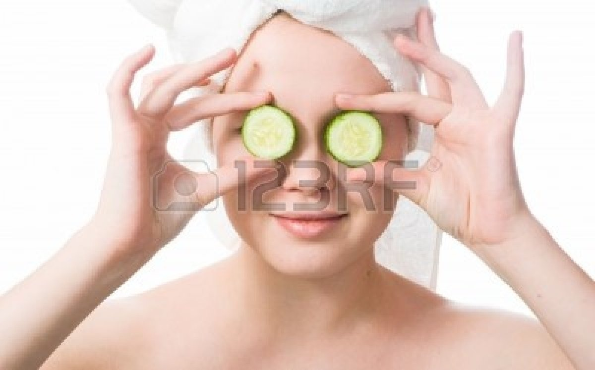 Place cucumbers on eyes for relaxation and releve on under eye bags