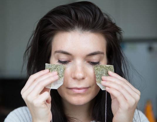 18.Use cold green tea bags to decrease puffiness under your eyes.  The quickest way to de-puffing and tightening your under-eye skin is to apply a cold, caffeine-based product, like two cold green-tea bags, under your eyes for 5 or 6 minutes.