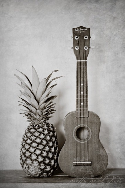 Now for the inspiration:::here's a couple of epic ukulele players