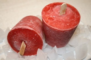 Strawberry Popsicles   http://www.food.com/recipe/strawberry-popsicle-375304