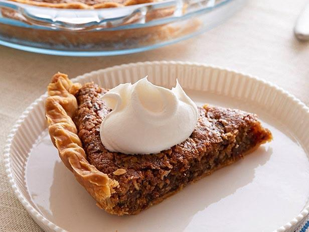 What better way to eat one of our favorite American classic cookies than nestled within a pie crust?
