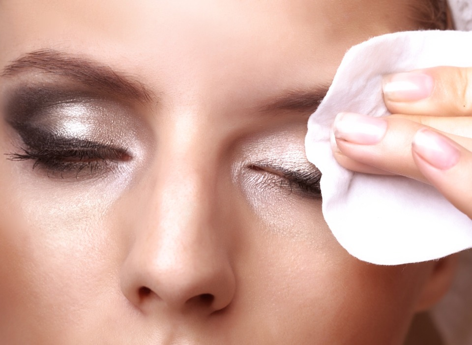 There are some things you should know about removing make up properly. Just washing your face or only using a makeup wipe isn't enough. The most important thing is to use two different removers. Eye makeup remover and facial cleanser , because eyes are very delicate area, so we should be careful