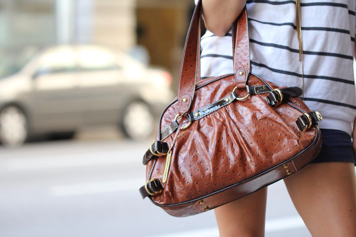 Sometimes deciding what to carry in your purse can be hard. Whether your purse is too small to fit that must need iPad in or you just can't be bothered to carry around a heavy bag. These are some of the many essentials that every woman should carry around so you don't have the same problem.