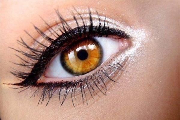 use white eyeliner to make u look awake