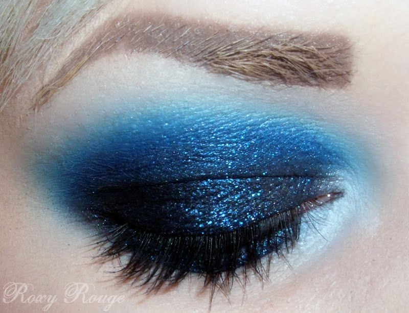 This it is a blue smokey eye