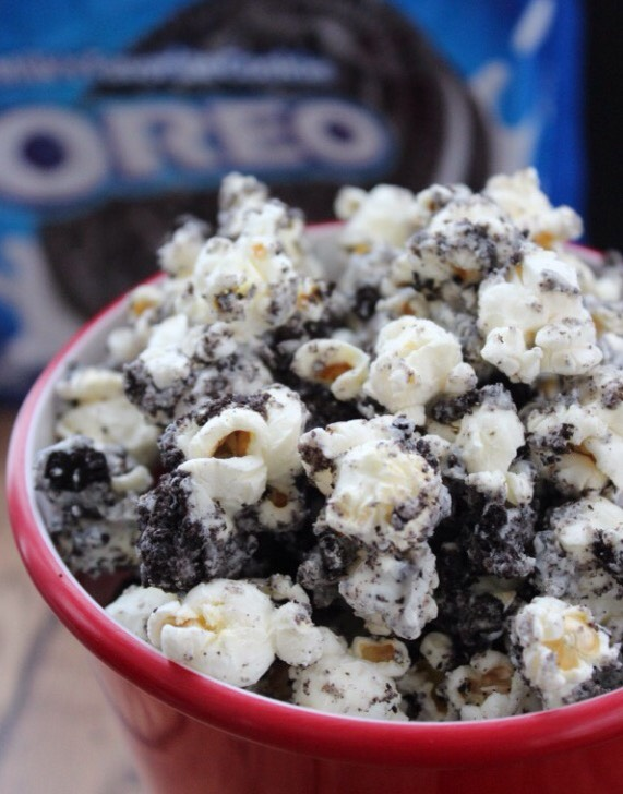 This easy recipe for Orep popcorn only takes 10 minutes to make and it's so delicious! It's a great snack for kids, a party, or just to have around the house for a tasty treat. If you love Oreos, this popcorn recipe is a MUST!