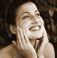 This is so easy to make and really does help to heal blemishes and soften the skin!!