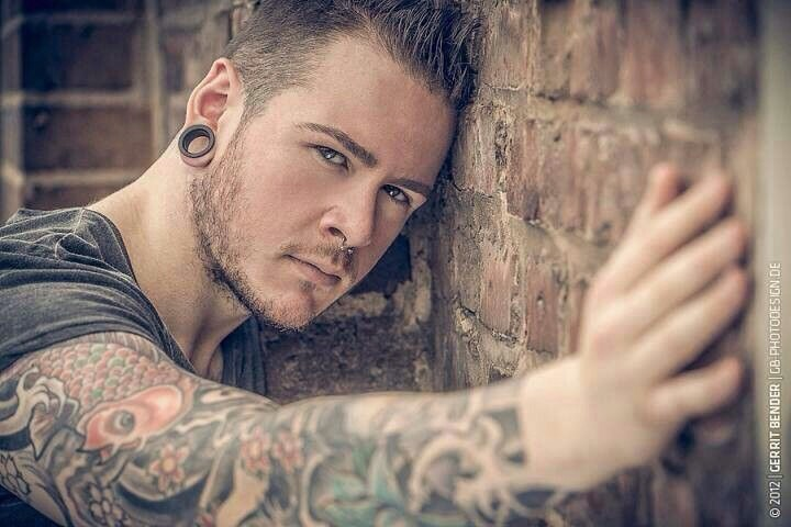 HE HAS THE BAD BOY LOOK (even if he's reformed):  He looks like the guy your parents would have forbidden you to date in high school, but a man blotched in body art, weathered and worn in his 20s is one drunk with experience ❤️👍