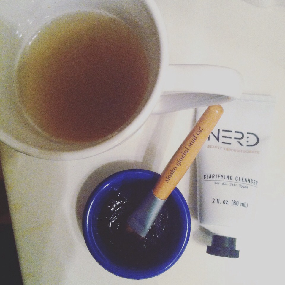 It just so happens, a cup of the citrus ginger goes great with a facial day! Use a great cleanser, apply your face masque, kick it up a notch and run yourself a bubble bath. Then, lay back and enjoy your delicious tea! Simple and amazing! 💗