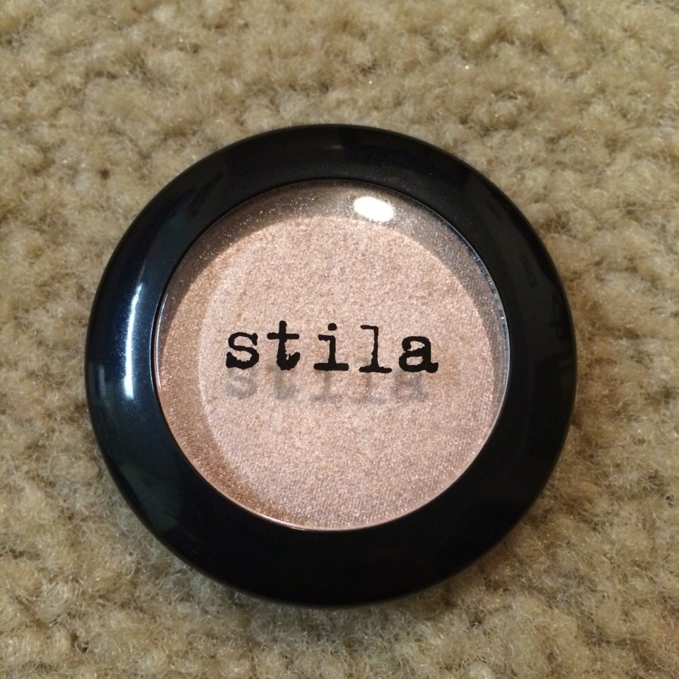 My favorite eye color from Stila: Kitten a champagne rosé color, absolutly gorgeous!