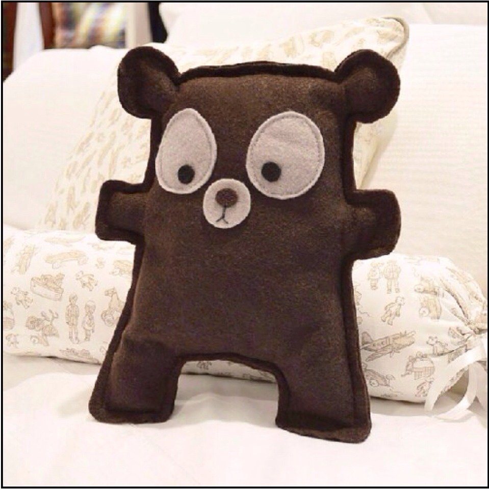 ✨Here's another little bear I found that my kids really love. Just sketch him on a large piece of paper (wrapping paper, wax paper, butchers paper, or any piece of paper to make your pattern) the best you can. I promise your kids will love it...✨