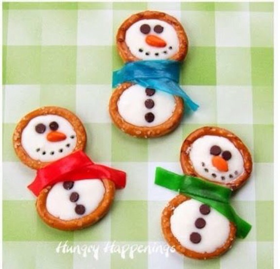 These adorable snowman cookies are perfect to make at home with your family or bring a party. Trust me, you will get you many compliments😉
