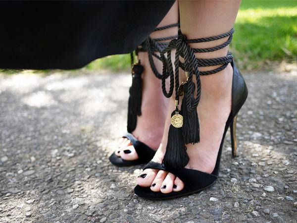 All you need is tassels, rope and a pair of black heels. Take the time to carefully select the materials following this simple rule: everything you put together should match  it all should look like it came out of the same box. Voila your own creation!!
