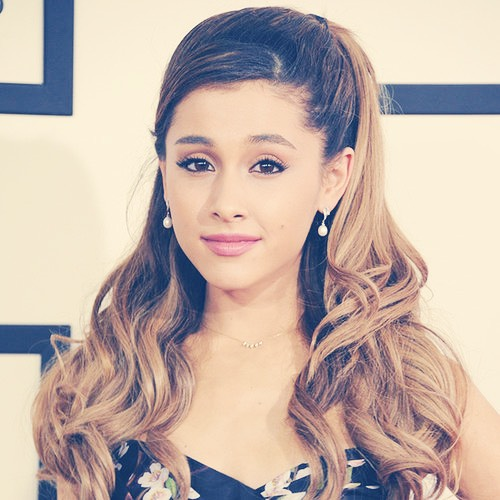 Go on my page to learn how to do Ariana Grande's hair (no heat)