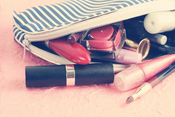 4) a makeup bag  A small pouch containing small makeup essentials, for example; mascara, lipstick and some concealer! Perfect for keeping your makeup fresh throughout the day!