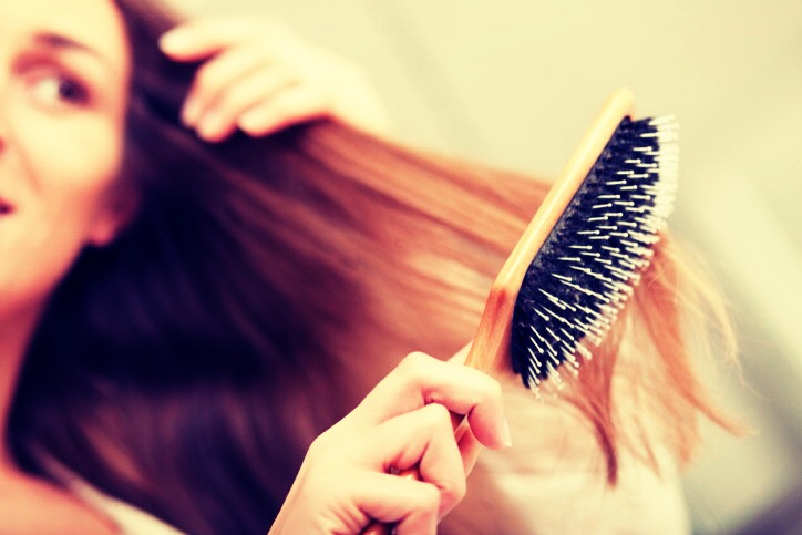 🍂 Quickly brush through your hair, removing the tangles.